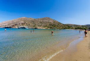 Σύρος: Η παραλία του Γαλησσά με το ιδιαίτερο χαρακτηριστικό