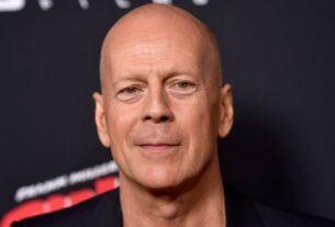 Ύδρα: Ο Bruce Willis κάνει βόλτα στα γραφικά σοκάκια του νησιού (video)