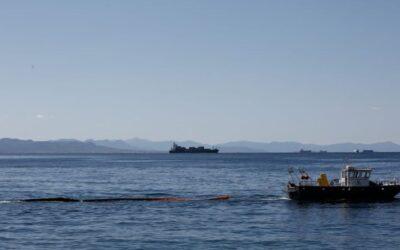 Το Παρατηρητήριο Πειραϊκής καταγγέλλει την Cosco ότι ρυπαίνει τη θάλασσα της Πειραϊκής- ΦΩΤΟ