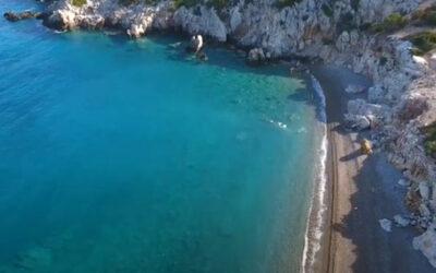 Σκαλωσιά: Η παραλία που νομίζεις ότι είσαι σε νησί σε απόσταση μίας ώρας από την Αθήνα