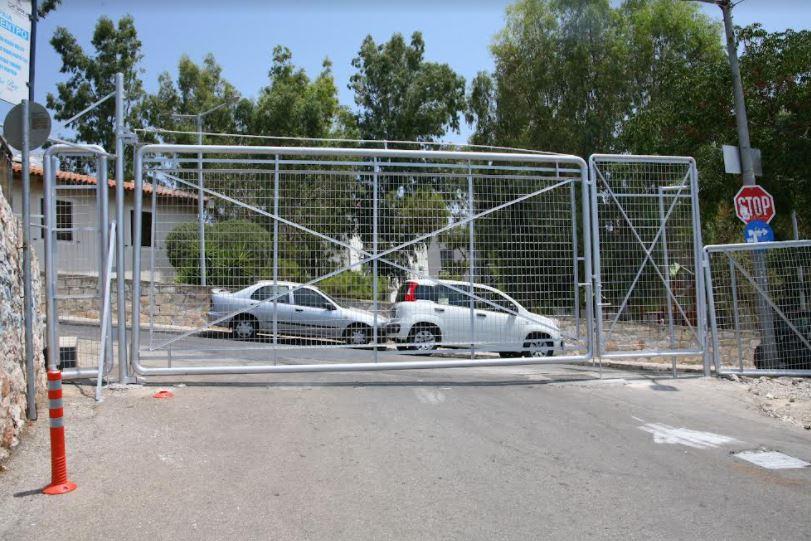 Δήμος Πειραιά: Τοποθετήθηκαν πόρτες εισόδου στις παραλίες Βοτσαλάκια και Φρεαττύδα