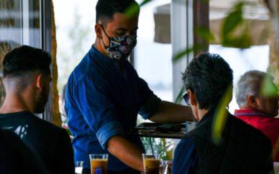 Όλες οι αλλαγές στη διασκέδαση: Από σήμερα απαγορεύονται οι όρθιοι σε μπαρ και εστίαση – Τι θα γίνει με τις μάσκες