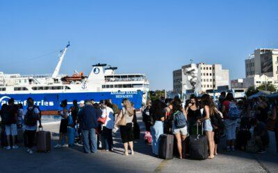 """Την """"κοπάνησαν"""" οι Πειραιώτες: «Πανζουρλισμός» σε Ελευσίνα και Πειραιά πριν την εφαρμογή των νέων μέτρων"""