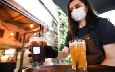 Καταιγίδα τα μέτρα για ανεμβολίαστους: Τι θα ισχύει σε μπαρ, καφετέριες, διασκέδαση. Επιστρέφουν οι μάσκες