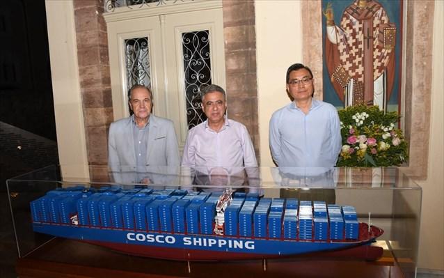 ΟΛΠ: Προσφορά συμβολικού δώρου από την Cosco Shipping στο Ναυτικό Μουσείου Χίου
