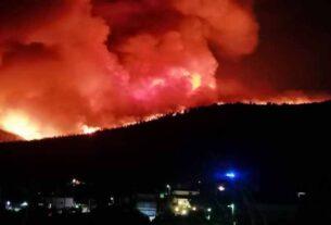 Νύχτα ΘΡΙΛΕΡ στην Αττική: Ολονύχτια μάχη με τις φλόγες στα Βίλια – «Καραούλι» για αναζωπυρώσεις στην Κερατέα (video)