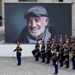 Κηδεία Ζαν Πολ Μπελμοντό: Το θρυλικό Chi Mai τον συνόδευσε στην τελευταία κατοικία του (video)