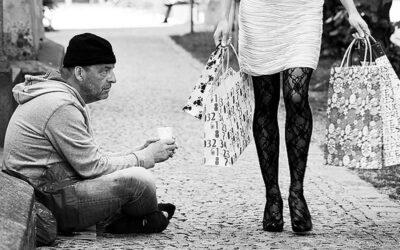"""""""Καταπίνει"""" η φτώχεια την Ελλάδα! Προκαλούν θλίψη τα στοιχεία της Eurostat"""