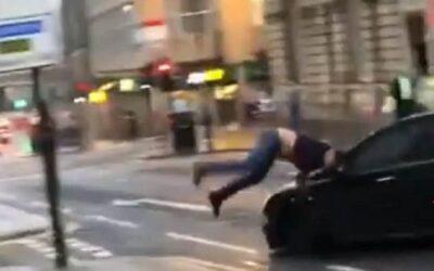 Βίντεο Ντοκουμέντο: Αυτοκίνητο χτυπά και εγκαταλείπει πεζό Πειραιά!