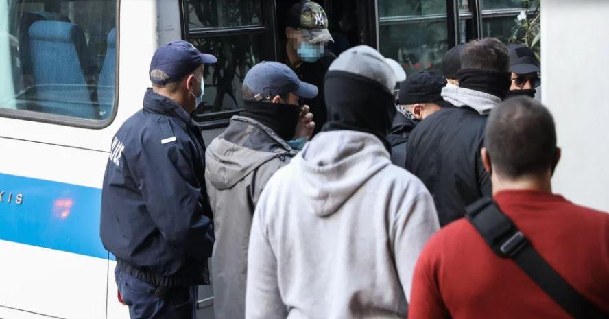 Δικαστήρια Πειραιά: Ελεύθεροι χωρίς όρους οι επτά αστυνομικοί για την Καταδίωξη στο Πέραμα