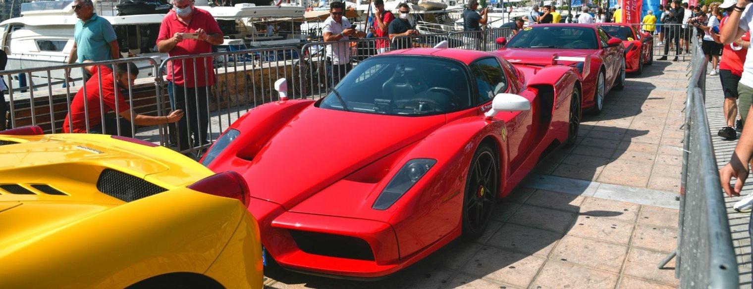 Δήμος Πειραιά - Τι του λείπει του ψωριάρη; Μια βόλτα με Ferrari...