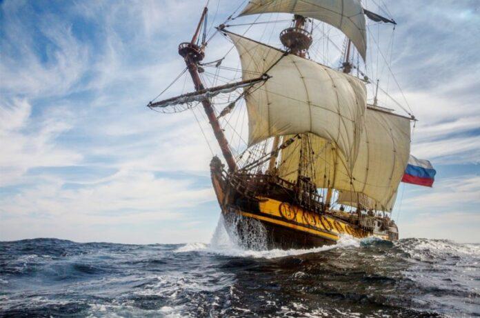 Πειραιάς: Μια ρωσική φρεγάτα άλλης εποχής στα νερά του μεγάλου λιμανιού!
